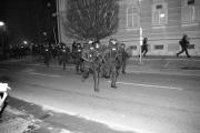 19.03, popolnoma ponesrečen protinapad policije (o taktiki presenečenja, obkolitvi in podobnih zadevah še niso predavali v akademiji)