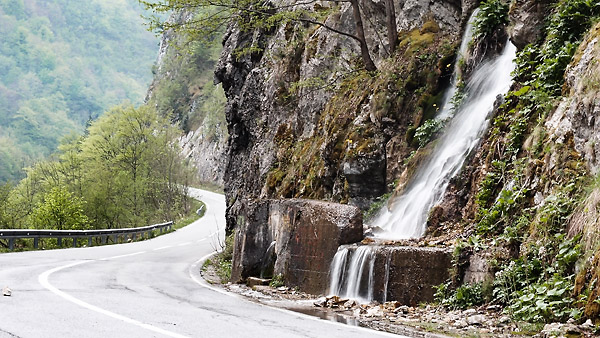 Tara canyon road to Mojkovac