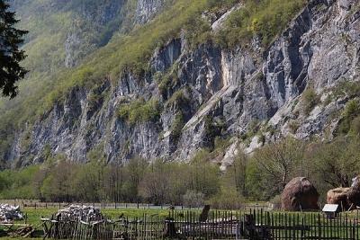 climbing wall next to Ali Pašini izvori, Gusinje