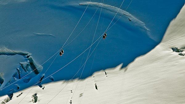 téléphérique de la pointe du midi-Helbronner ©Jaka Ortar