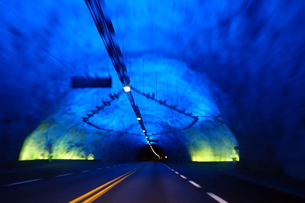 Lærdalstunnel (24.51km) and one of its rest areas/light installations ©Jonna