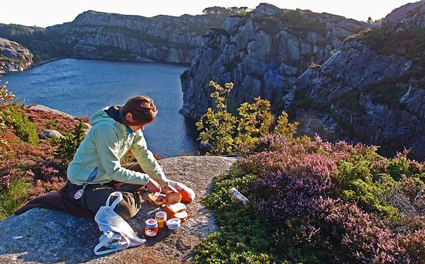breakfast with a windy view, Uglepollen, Sotra island