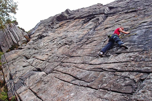 climbing some norwegian grade 5 routes in Gjokeredet, Sotra island