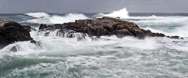 beautiful waves breaking around Gryteberget, Karmøy island